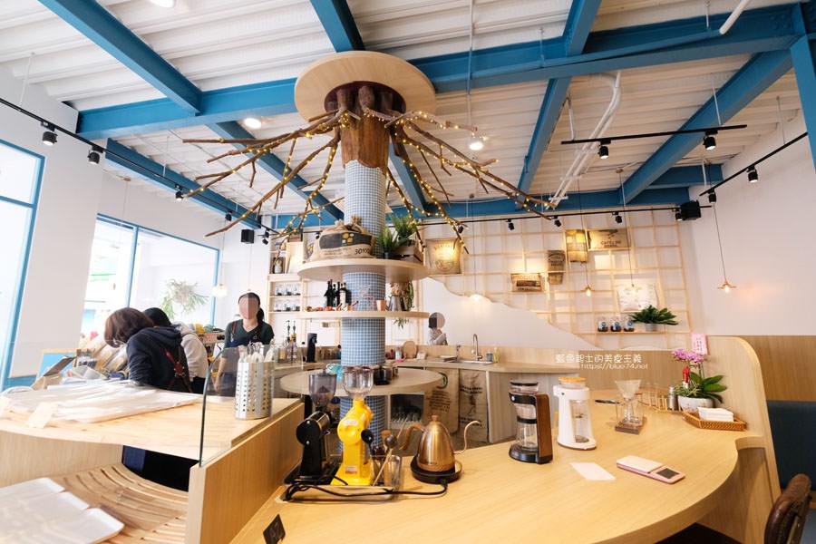 20190120124907 6 - 日青咖啡│網美咖啡館,藍白色系清新外觀,加分IG拍照打卡彩繪牆