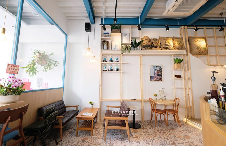 20190120124908 26 - 日青咖啡│網美咖啡館,藍白色系清新外觀,加分IG拍照打卡彩繪牆