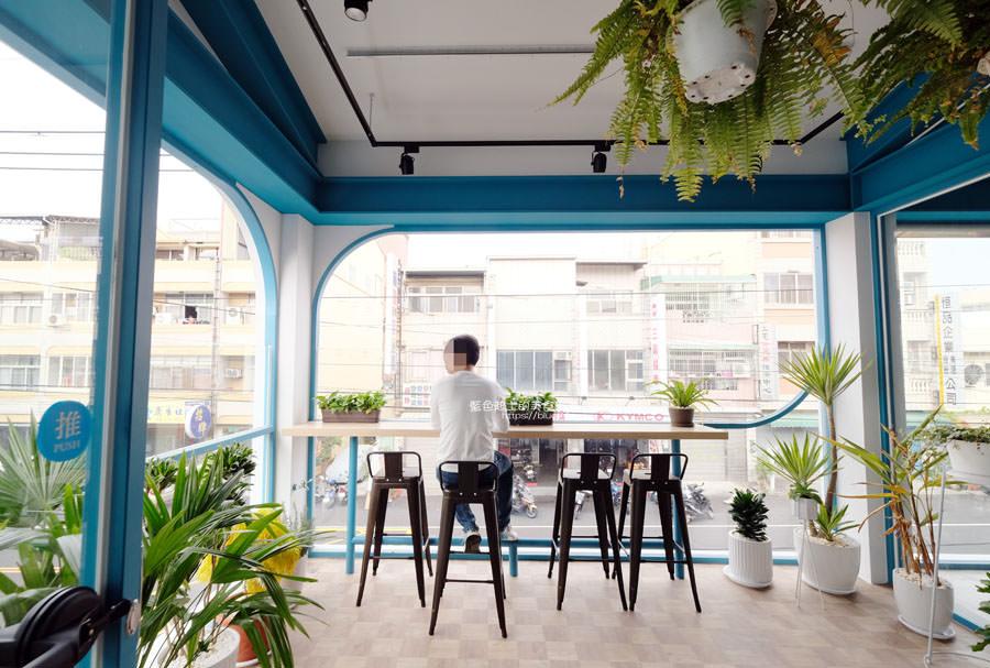 20190120124910 9 - 日青咖啡│網美咖啡館,藍白色系清新外觀,加分IG拍照打卡彩繪牆