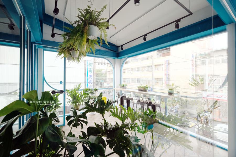20190120124911 88 - 日青咖啡│網美咖啡館,藍白色系清新外觀,加分IG拍照打卡彩繪牆