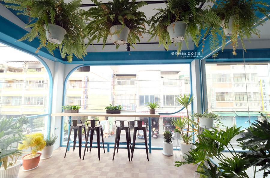 20190120124913 74 - 日青咖啡│網美咖啡館,藍白色系清新外觀,加分IG拍照打卡彩繪牆