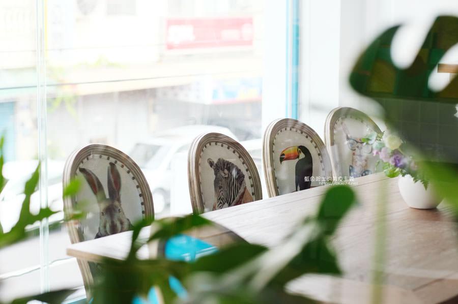 20190120124914 82 - 日青咖啡│網美咖啡館,藍白色系清新外觀,加分IG拍照打卡彩繪牆