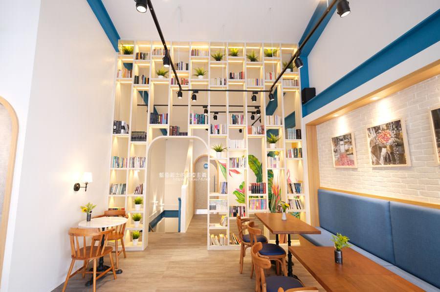 20190120124915 66 - 日青咖啡│網美咖啡館,藍白色系清新外觀,加分IG拍照打卡彩繪牆