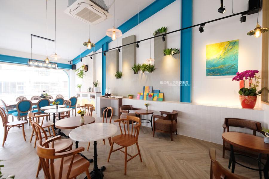 20190120124918 51 - 日青咖啡│網美咖啡館,藍白色系清新外觀,加分IG拍照打卡彩繪牆