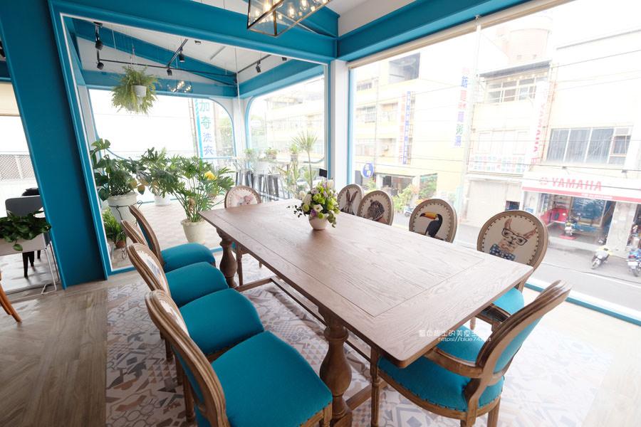 20190120124919 66 - 日青咖啡│網美咖啡館,藍白色系清新外觀,加分IG拍照打卡彩繪牆