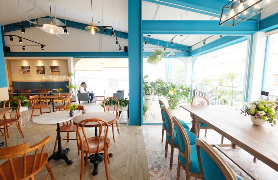20190120124920 50 - 日青咖啡│網美咖啡館,藍白色系清新外觀,加分IG拍照打卡彩繪牆