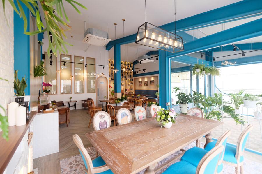 20190120124921 85 - 日青咖啡│網美咖啡館,藍白色系清新外觀,加分IG拍照打卡彩繪牆