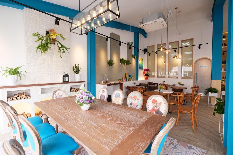 20190120124922 64 - 日青咖啡│網美咖啡館,藍白色系清新外觀,加分IG拍照打卡彩繪牆