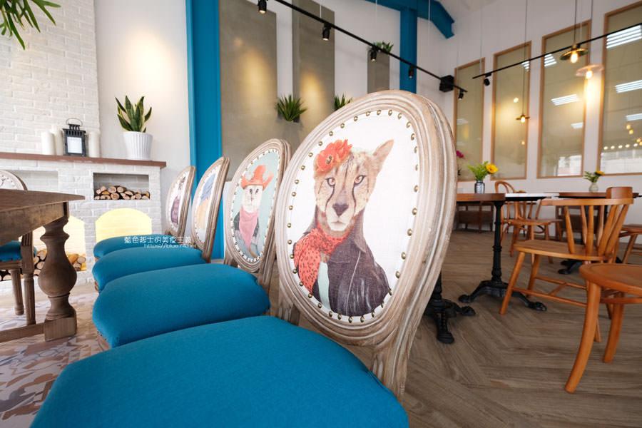 20190120124923 41 - 日青咖啡│網美咖啡館,藍白色系清新外觀,加分IG拍照打卡彩繪牆