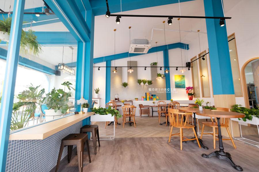 20190120124924 88 - 日青咖啡│網美咖啡館,藍白色系清新外觀,加分IG拍照打卡彩繪牆