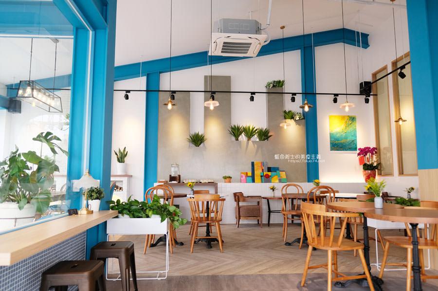 20190120124927 49 - 日青咖啡│網美咖啡館,藍白色系清新外觀,加分IG拍照打卡彩繪牆