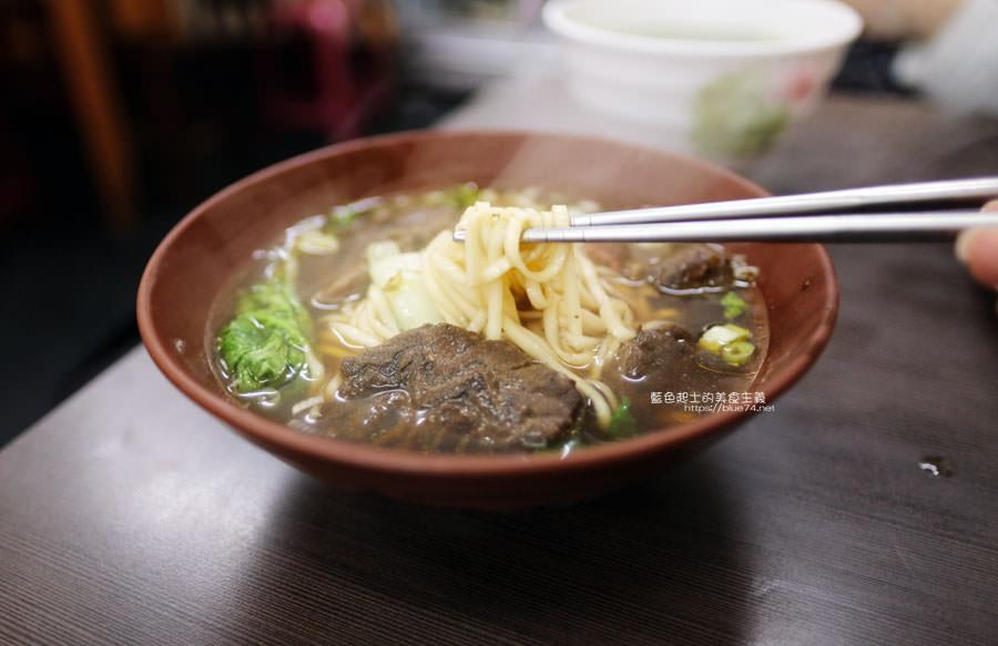 20190122141232 98 - 何記牛肉麵-手工蔥油餅薄酥,牛肉麵肉嫩,小菜入味好吃