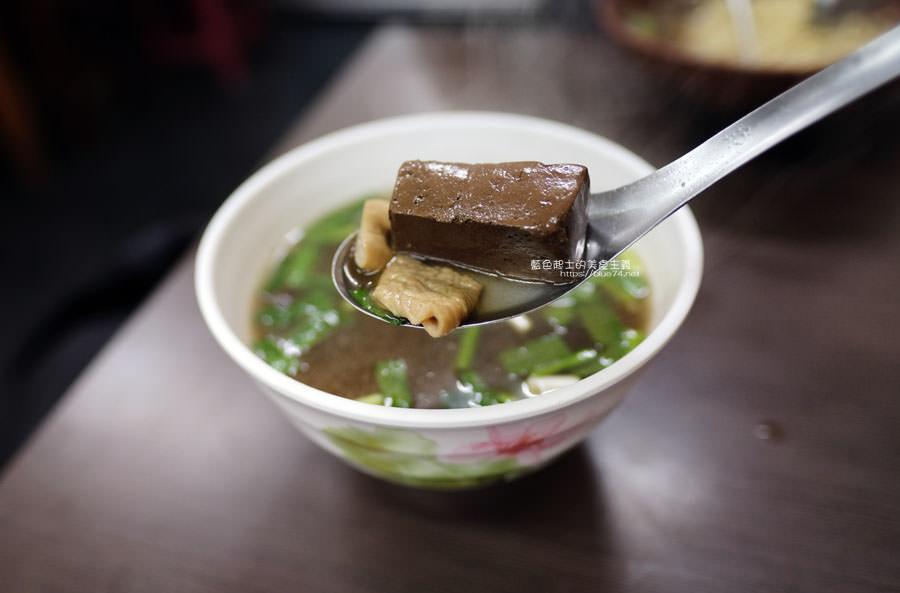 20190122141233 14 - 何記牛肉麵-手工蔥油餅薄酥,牛肉麵肉嫩,小菜入味好吃