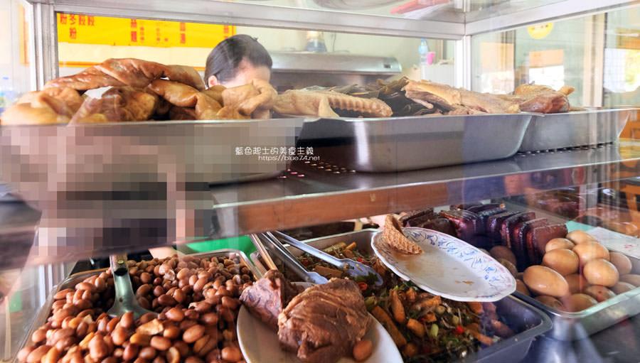 20190122141245 92 - 何記牛肉麵-手工蔥油餅薄酥,牛肉麵肉嫩,小菜入味好吃