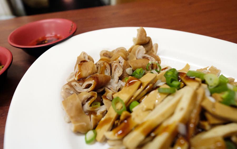 20190122141251 83 - 何記牛肉麵-手工蔥油餅薄酥,牛肉麵肉嫩,小菜入味好吃