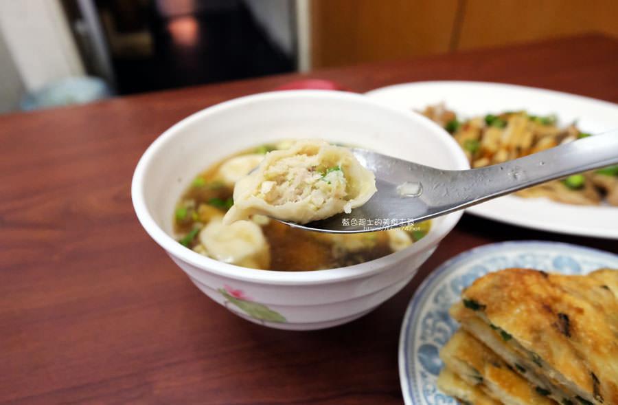 20190122141253 96 - 何記牛肉麵-手工蔥油餅薄酥,牛肉麵肉嫩,小菜入味好吃