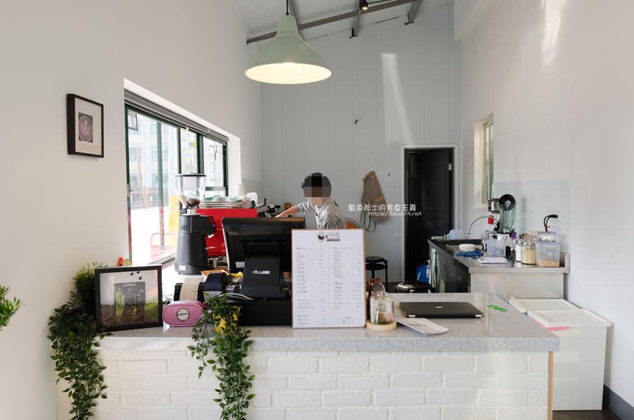 20190131021053 52 - No.11 Coffee-海線外帶平價咖啡,也有內用區,白色系大IG打卡牆