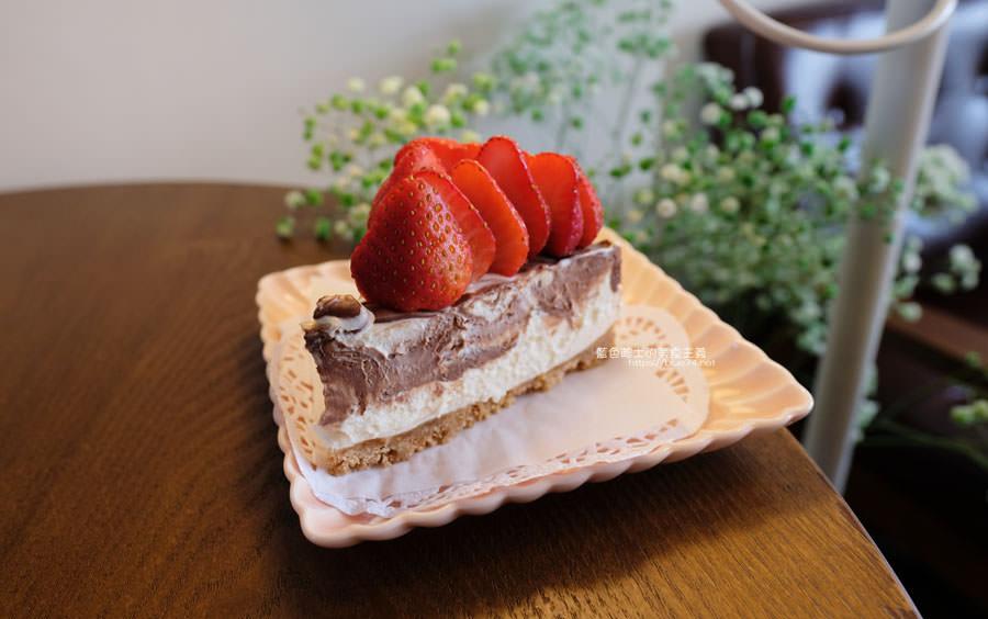 20190212005416 82 - 此時甜點店│海線美食人氣千層蛋糕,想吃早點來,不然就看到粉絲頁公告甜點售完了喔