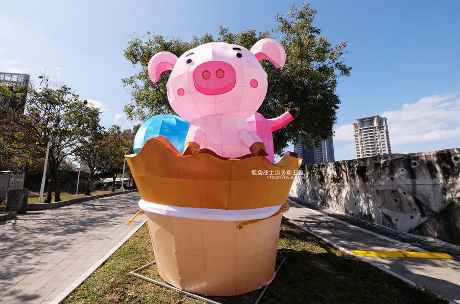 20190213230209 43 - 2019中台灣元宵燈會-新打卡點創意皮克區,還有限量飛天豬小提燈發放時間和晚會活動及交通資訊