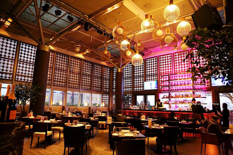 【台中西屯】映景觀餐廳-情人節套餐、慶生求婚地點,燈光美氣氛佳、餐點精緻,熟成牛排美味,可惜跟鄰桌有點近,裕元花園酒店八樓