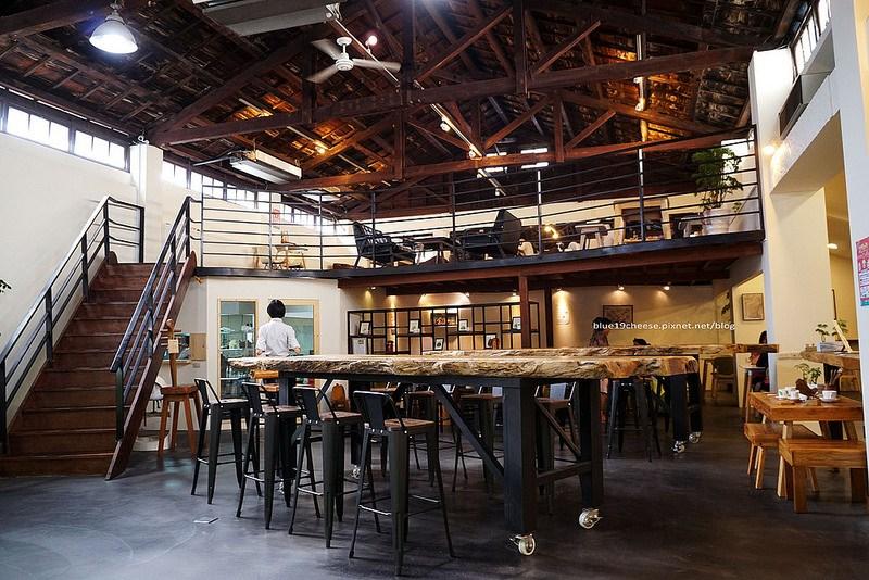【台中豐原】雲道咖啡末廣門市-木質綠文創空間,座位舒適,甜點咖啡義麵三明治果汁,晨間幸福飲品加10元就有兩種麵包選項的輕食早餐,憶鵝時旁,饗覓對面