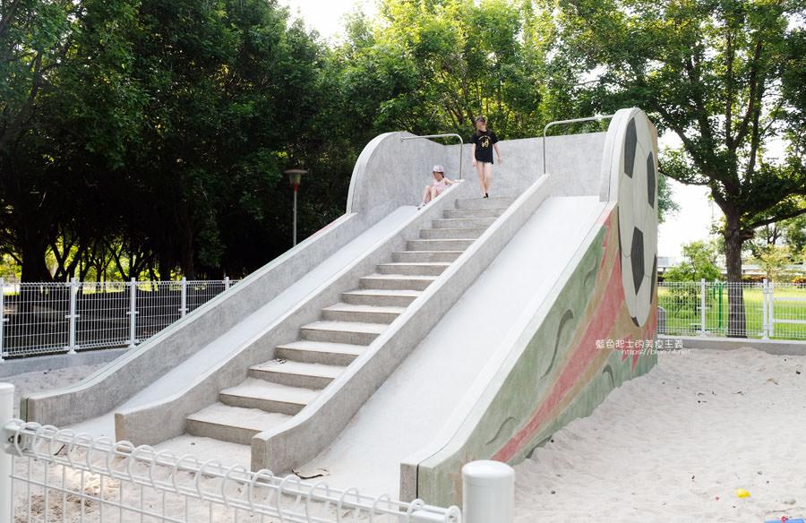 20190609025412 70 - 大肚運動公園-足球造型溜滑梯、籃球場、網球場、遊樂器材,還有一片綠油油草地,大肚萬興宮對面