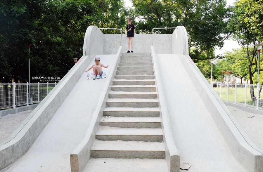 20190609025413 57 - 大肚運動公園-足球造型溜滑梯、籃球場、網球場、遊樂器材,還有一片綠油油草地,大肚萬興宮對面