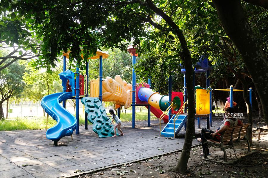 20190609025414 64 - 大肚運動公園-足球造型溜滑梯、籃球場、網球場、遊樂器材,還有一片綠油油草地,大肚萬興宮對面