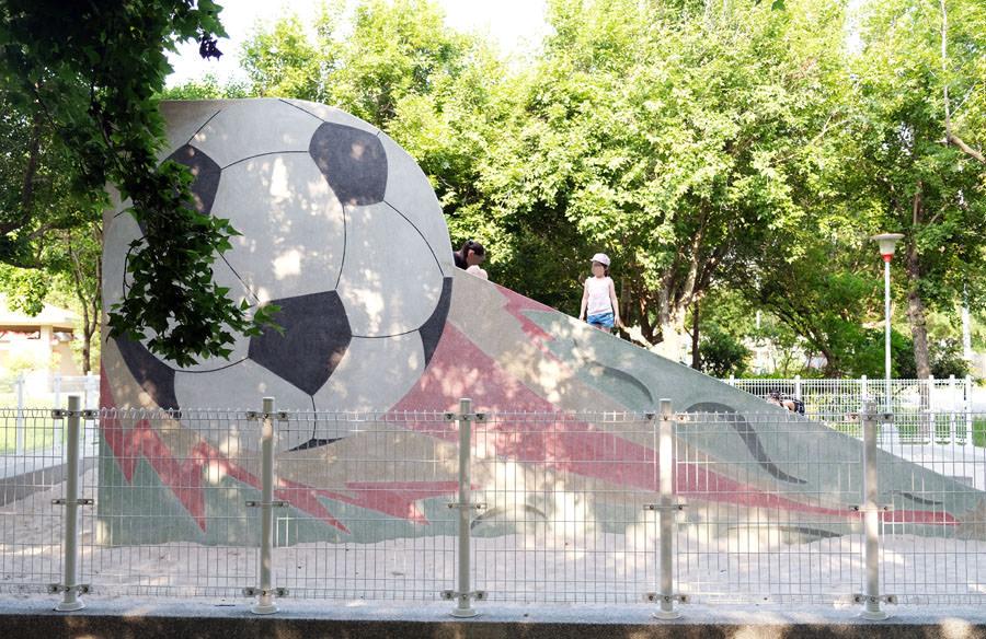 20190609025414 9 - 大肚運動公園-足球造型溜滑梯、籃球場、網球場、遊樂器材,還有一片綠油油草地,大肚萬興宮對面