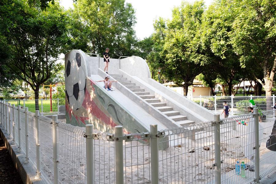 20190609025416 95 - 大肚運動公園-足球造型溜滑梯、籃球場、網球場、遊樂器材,還有一片綠油油草地,大肚萬興宮對面