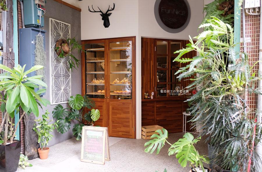 台中南區│Fun Nice芳奈烘焙坊-有好多漂亮鹿角蕨的南區巷弄咖啡麵包烘焙坊,後方還有一處明亮用餐區