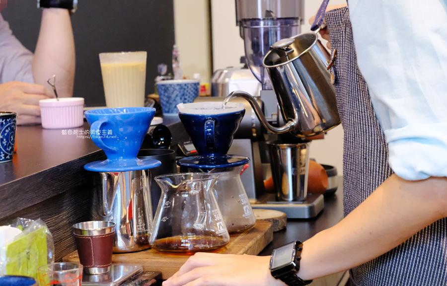 20190627124616 92 - 白白咖啡-太平超隱密巷弄咖啡館,店貓陪你度過咖啡時光