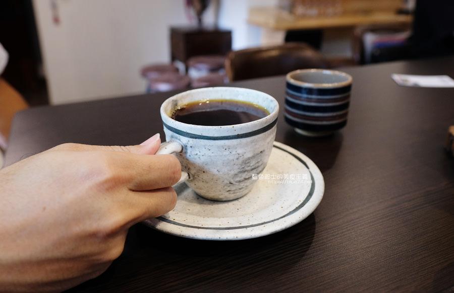 20190627124650 72 - 白白咖啡-太平超隱密巷弄咖啡館,店貓陪你度過咖啡時光