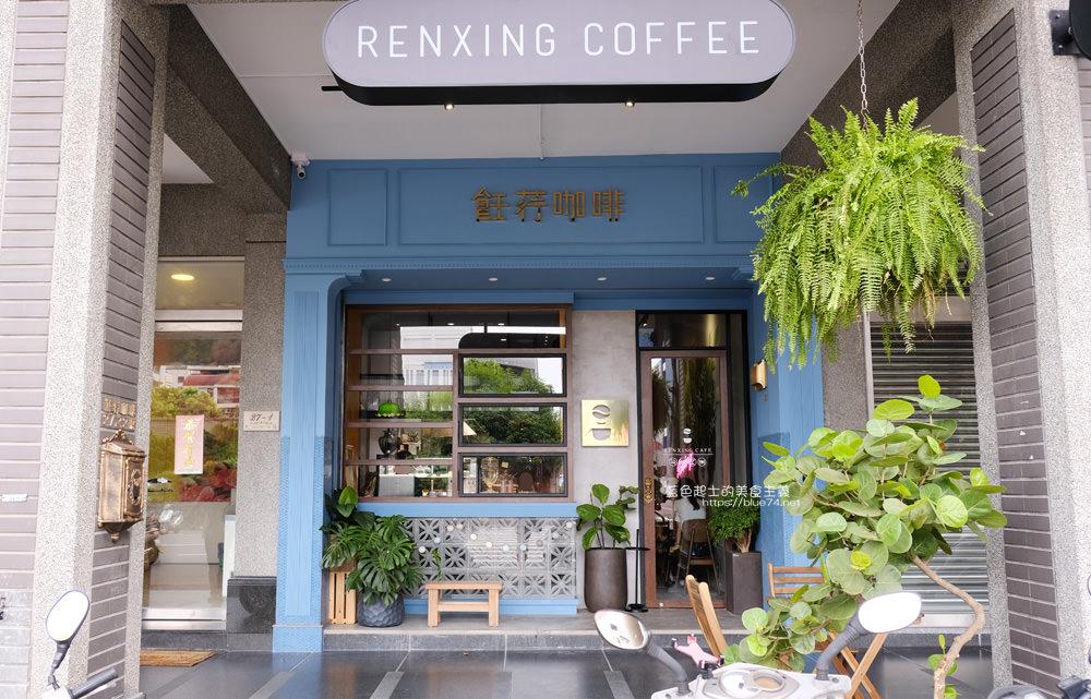 台中西區│飪荇咖啡-堅持夢想的任性咖啡,牆上吸睛彩繪咖啡女孩,寵物友善店家