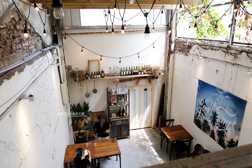 雲林虎尾│貳月February Drink&Food-迷人老屋和甜點,秘密基地般的好拍挑高空間