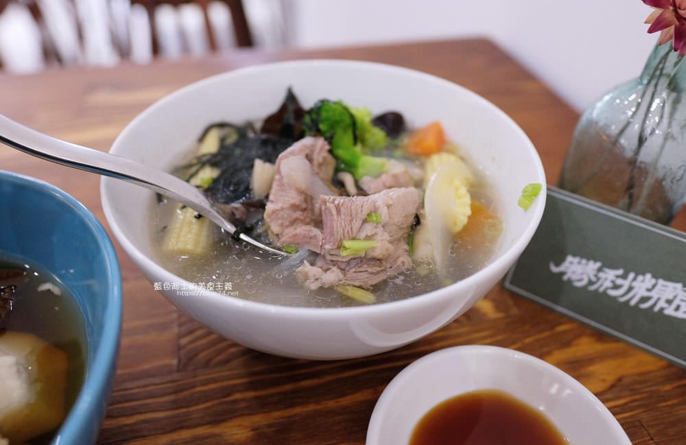 20190930165936 68 - 勝利粿食│像是咖啡館裡的用心手作台式蘿蔔糕和芋粿,還有古早味的豆花
