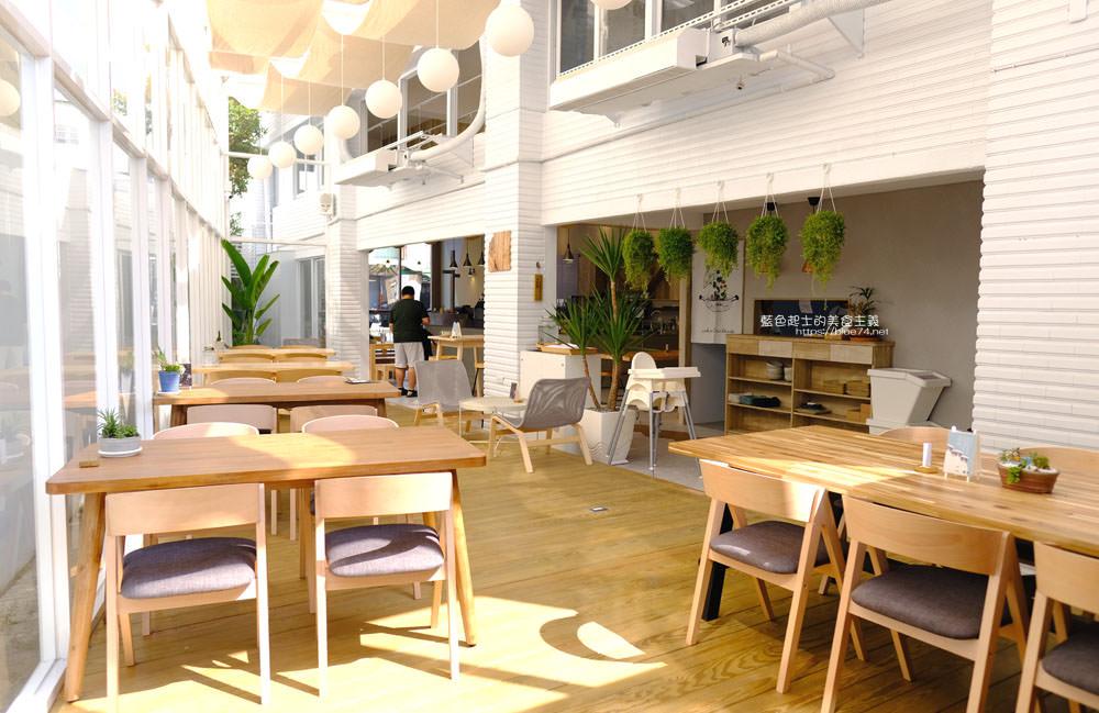 台中南區│好果實好食咖啡-白色系木質調明亮空間,寵物友善空間
