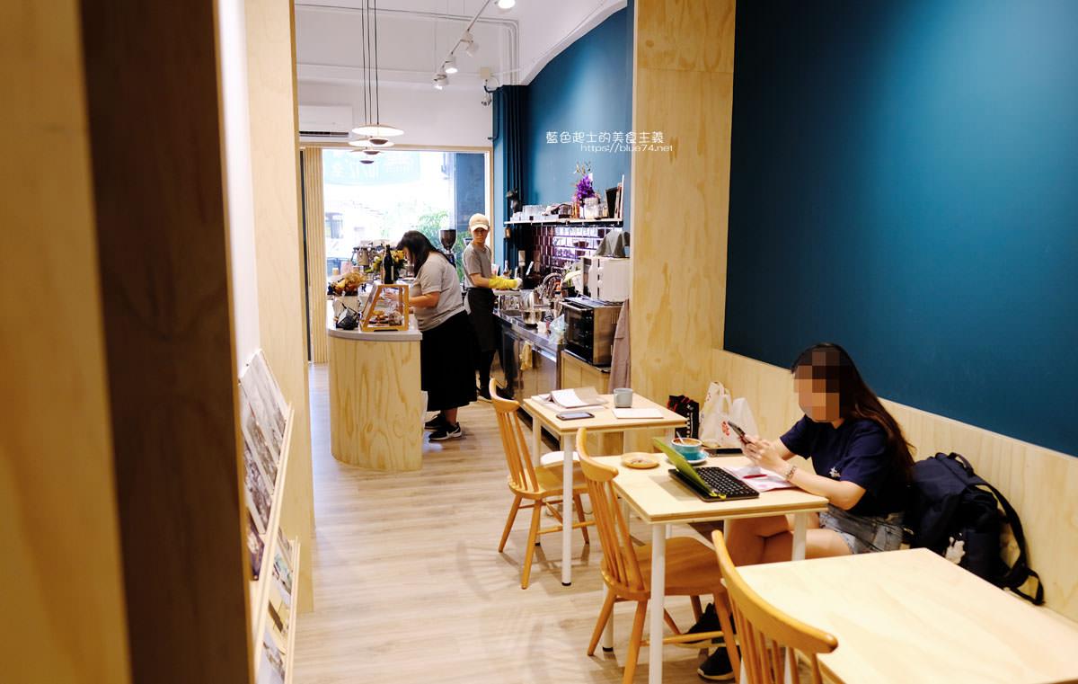 20191019124347 55 - 孔雀咖啡-柳川旁迷人的孔雀藍色調咖啡館,還有可愛圓滾滾鬆餅球