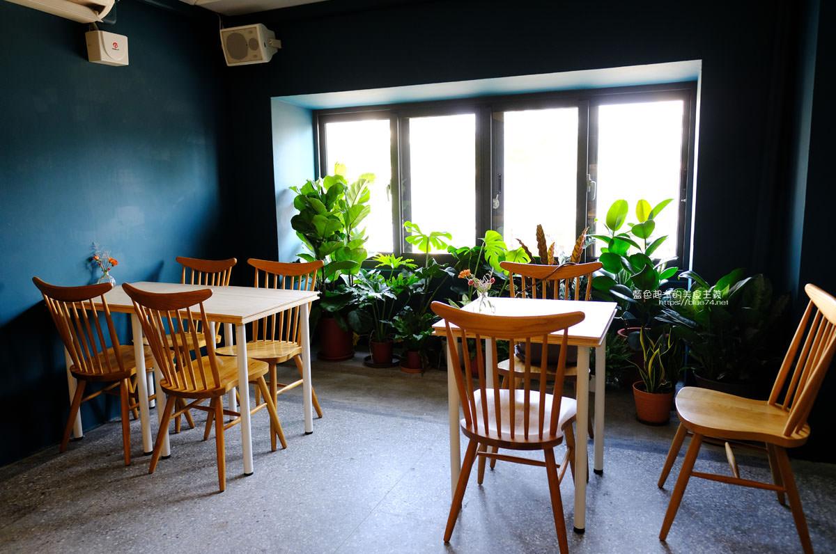 20191019124350 8 - 孔雀咖啡-柳川旁迷人的孔雀藍色調咖啡館,還有可愛圓滾滾鬆餅球