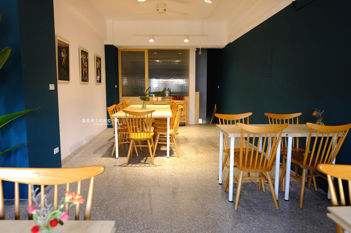 20191019124352 80 - 孔雀咖啡-柳川旁迷人的孔雀藍色調咖啡館,還有可愛圓滾滾鬆餅球