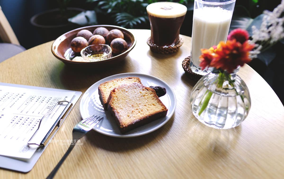20191019124353 79 - 孔雀咖啡-柳川旁迷人的孔雀藍色調咖啡館,還有可愛圓滾滾鬆餅球
