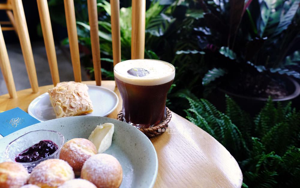 20191019124354 30 - 孔雀咖啡-柳川旁迷人的孔雀藍色調咖啡館,還有可愛圓滾滾鬆餅球