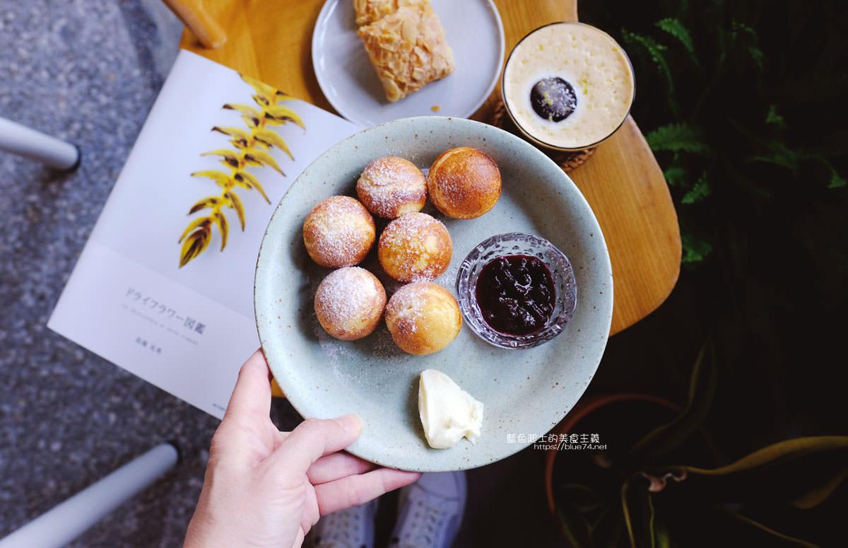 20191019124355 26 - 孔雀咖啡-柳川旁迷人的孔雀藍色調咖啡館,還有可愛圓滾滾鬆餅球