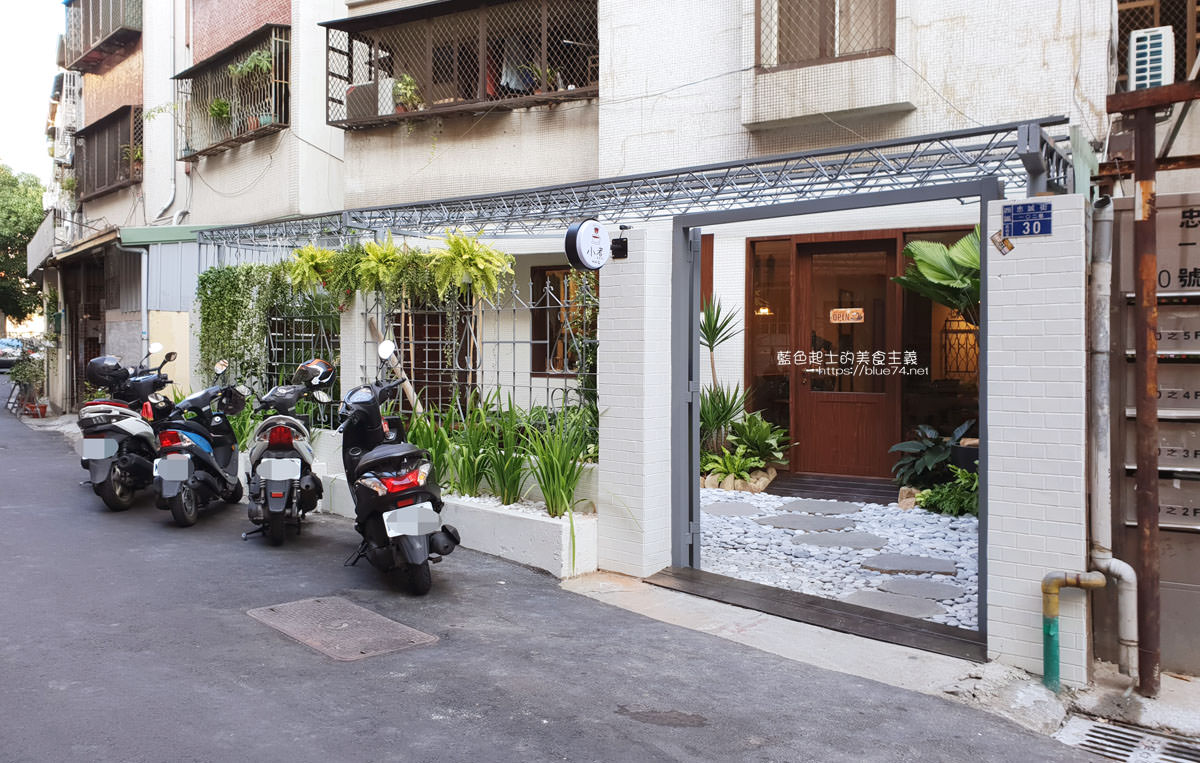 台中西區│小煮咖啡-公益路巷弄咖啡館,小庭院造景還有網美鞦韆