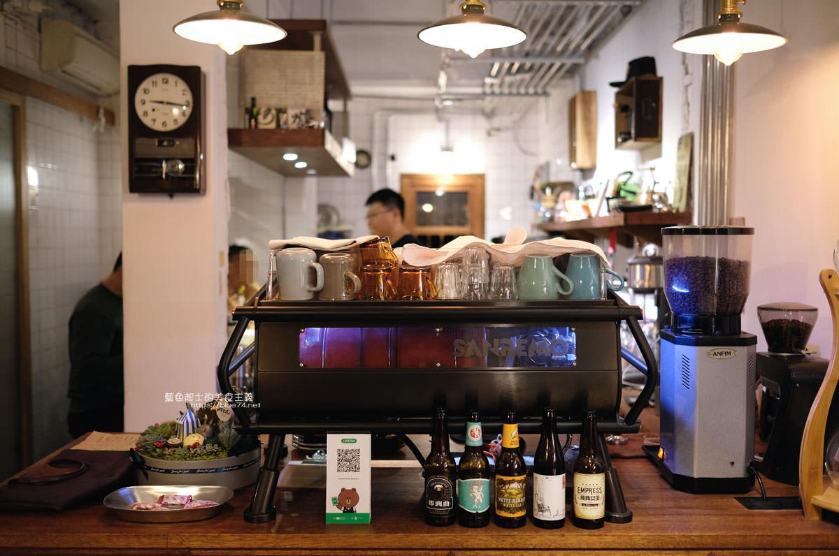 台中南屯│Fooki Coffee Roasters-黎明新村內的咖啡館,巷弄中自成一格