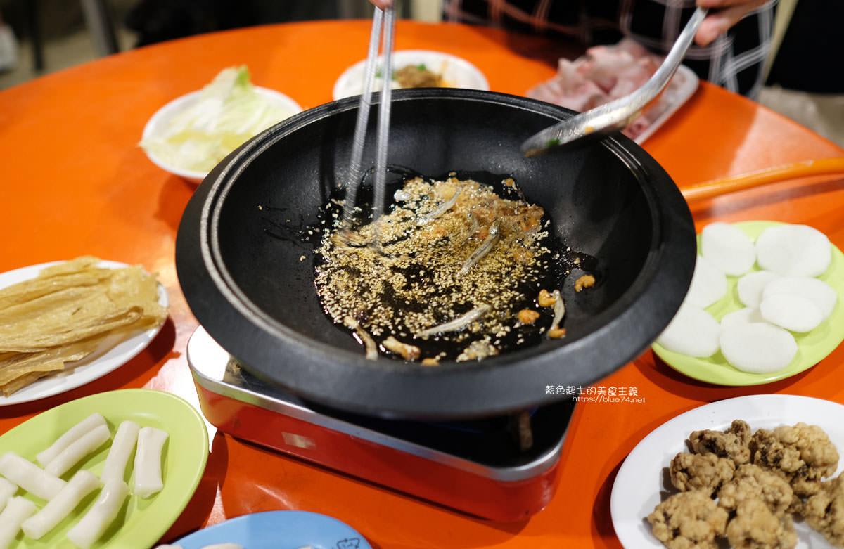 20200210234007 19 - 食藝石頭火鍋│復古風自助式傳統火鍋,桌邊服務湯底爆香