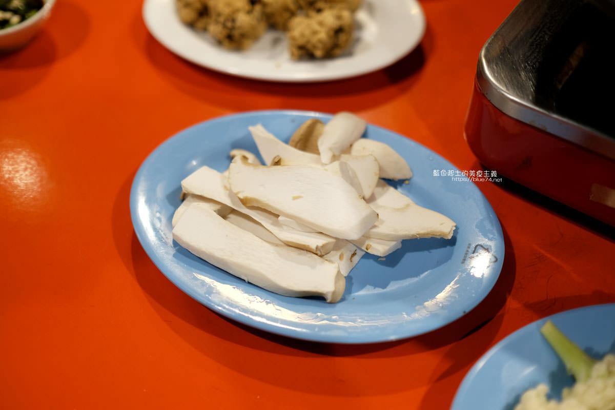20200210234011 72 - 食藝石頭火鍋│復古風自助式傳統火鍋,桌邊服務湯底爆香