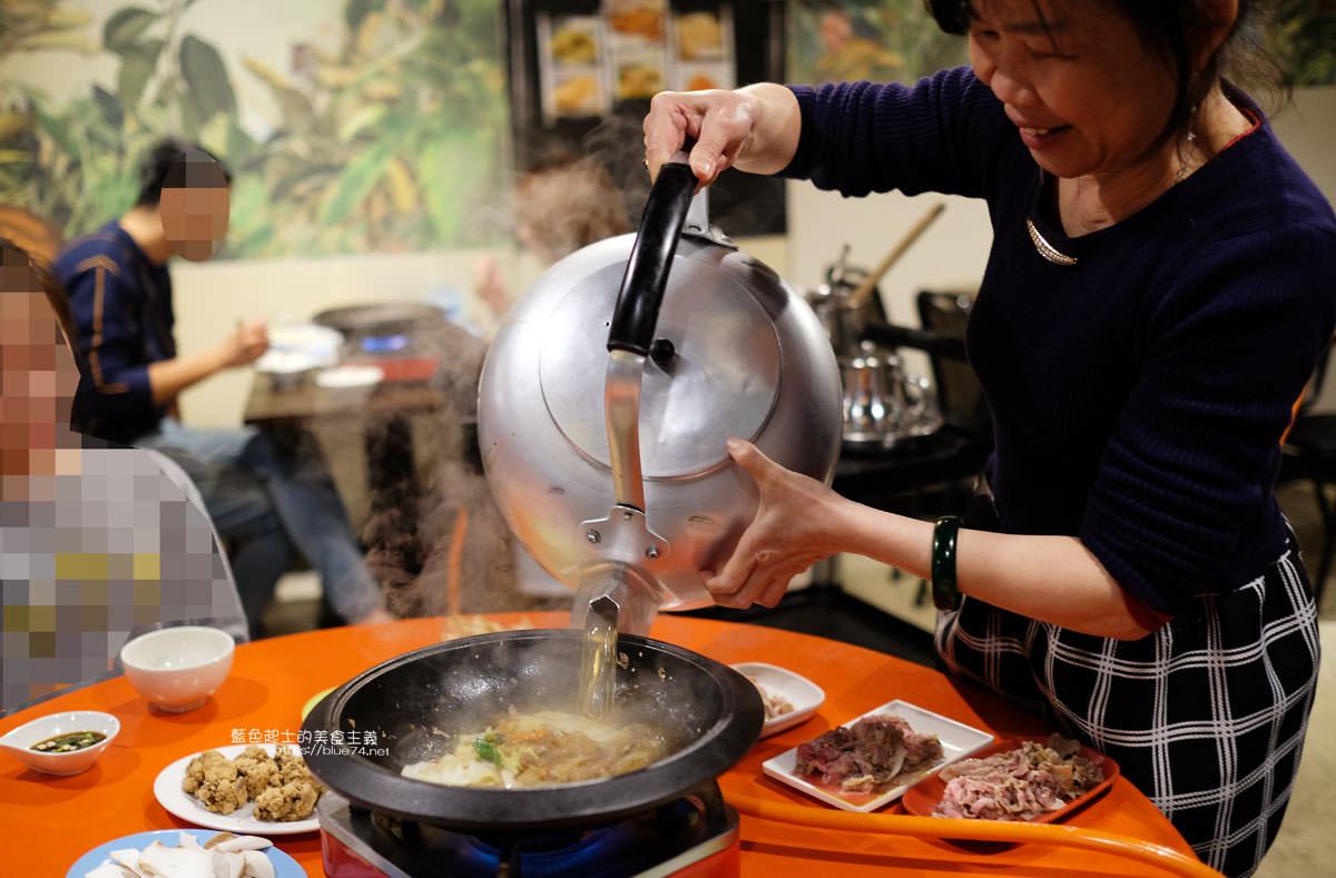 20200210234014 32 - 食藝石頭火鍋│復古風自助式傳統火鍋,桌邊服務湯底爆香