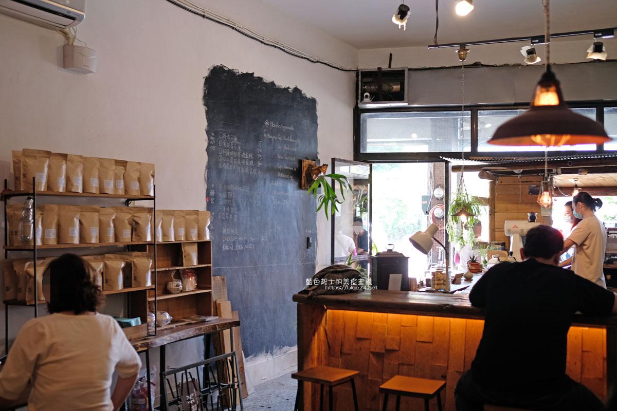 20200429164019 2 - 彩色曼陀羅咖啡|環境不錯,打卡書牆好拍
