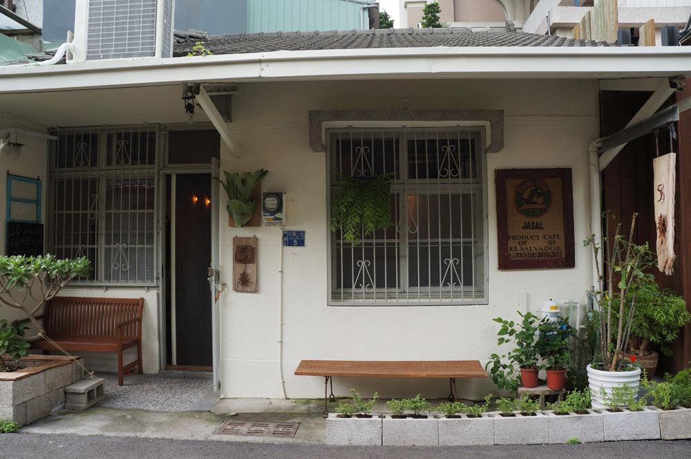 台中西區│五春咖啡-餐後來老房子喝杯好喝的咖啡吧,只有單品和甜點喔